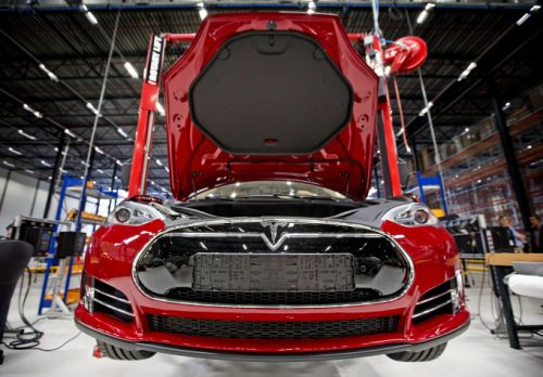Tesla reportedly made deal to open a manufacturing facility in Shanghai