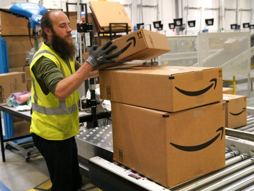 People are accusing Amazon of 'ruining' Christmas by sending items without their own boxes, but there's a really easy fix