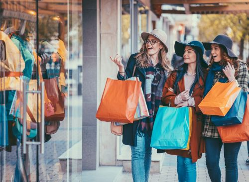 Using a 0% APR credit card for holiday shopping can save money on interest, but be sure to avoid these pitfalls that could hurt you in the long run