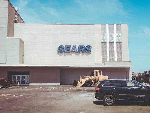 Sears' CEO is making a last-ditch effort to avoid bankruptcy