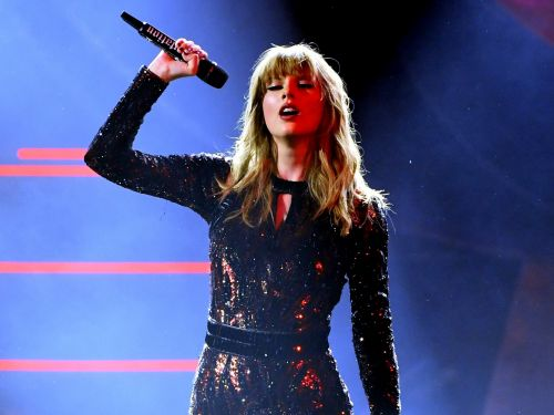 Taylor Swift's epic AMAs performance earned her a bleep - and fans loved it