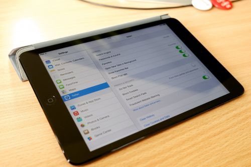How to manually change the time and date on your iPad, or set it to update automatically based on your location