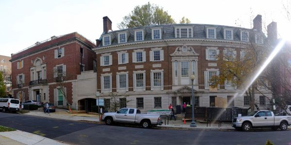 Amazon is building a second headquarters in Arlington, Virginia - here's a look at CEO Jeff Bezos' nearby mansion, which is undergoing $12 million in renovations