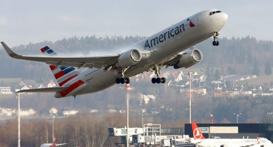 An American Airlines worker reveals why he's giving up his dream job - and his paycheck - to take a buyout
