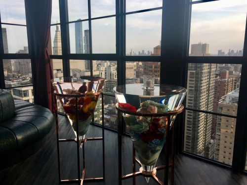 I visited NYC's highest nightclub, a 35th-floor lounge that's decked out in flowers and looks out onto the Empire State Building. Here's what it looks like