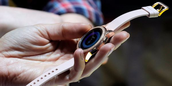 Here's how Samsung's new $330 Galaxy Watch compares to the Apple Watch