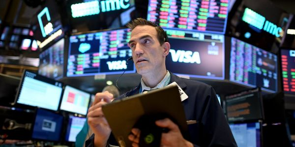 US stocks dip as investors weigh spiking yields against stimulus promises