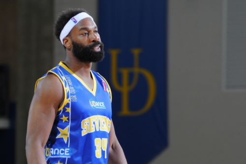 NBA all-star Baron Davis wants to prep athletes and entertainers for the startup game
