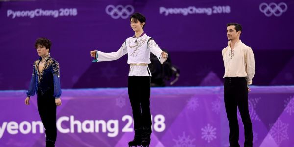 Japanese figure skater Yuzuru Hanyu convinced the other medalists to join him on the podium in a great moment of solidarity