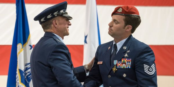 An Air Force special operator is receiving military's 2nd-highest award for actions during a mission against 350 ISIS fighters