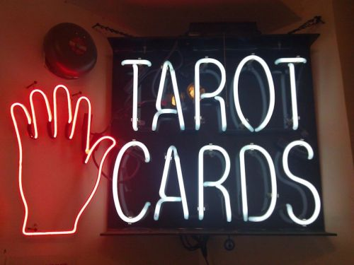 7 things you need to know before you start reading tarot cards