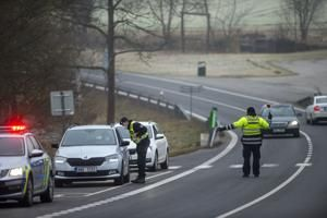 Czechs send 30,000 police, soldiers to enforce travel limits