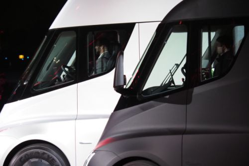 Here's what it's like to sit in the new Tesla Semi