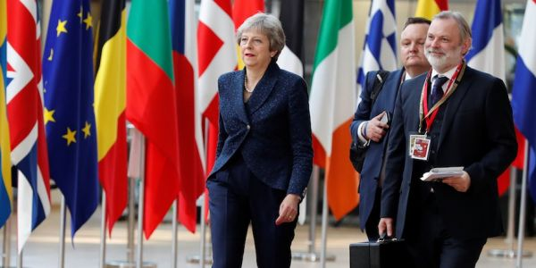 Theresa May warns her Cabinet there is now no chance of a bespoke Brexit deal