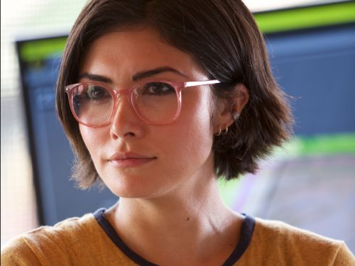 'Jurassic World 2' star Daniella Pineda says her character's lesbian reveal was cut from the film