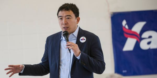 Upstart Democratic presidential candidate Andrew Yang draws youthful, diverse crowd at the Lincoln Memorial