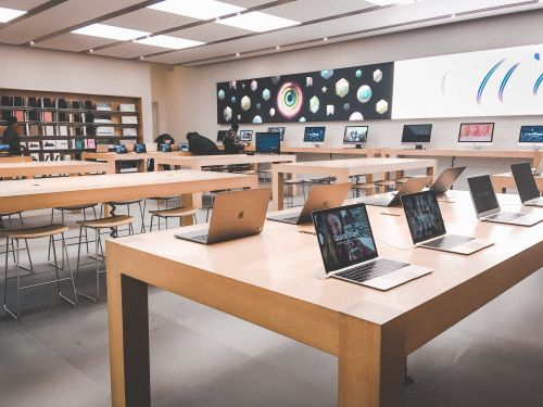 We visited Best Buy and an Apple Store to see which was a better shopping experience - and the winner was clear