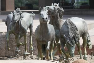 Iconic mustangs sculpture site near Dallas to get makeover