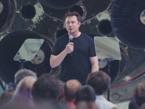 Elon Musk just announced that SpaceX will livestream its 2023 moon mission in virtual reality, in real time