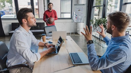 How to Handle Colleagues Who Respond to the Leader and Ignore You