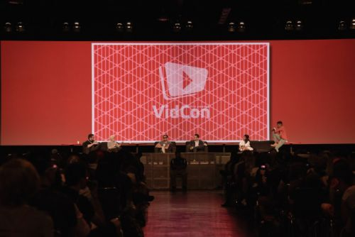 Viacom acquires VidCon, a gathering of YouTube stars and fans