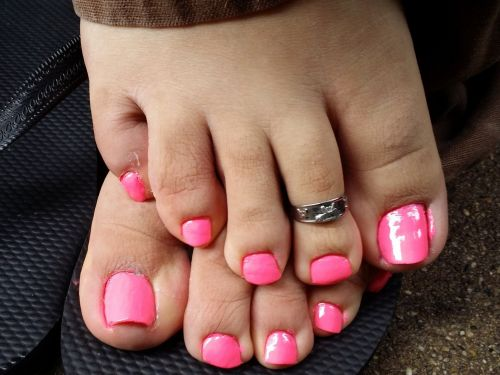 Here's what the color of your toenails could be saying about your health