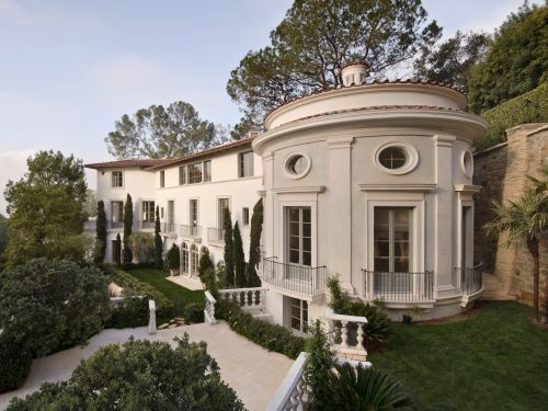 There are too many multimillion-dollar mansions for sale in Los Angeles, and real-estate agents are going to extreme lengths to get them off the market