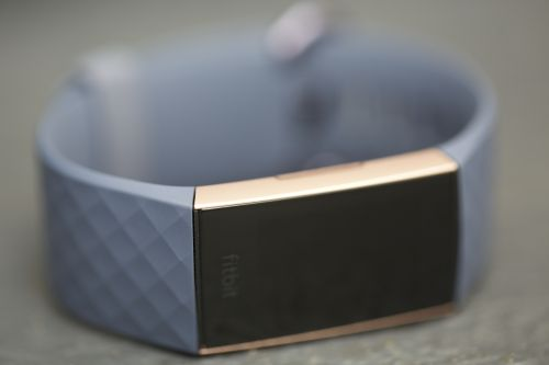 With Charge 3, Fitbit blurs the smartwatch line