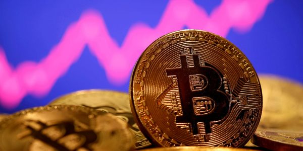 Bitcoin tumbles 5% from record highs amid Turkey's crypto-payments ban starting April 30
