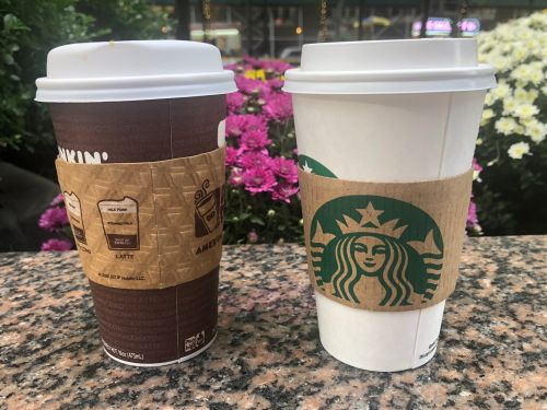 Starbucks and Dunkin' both serve a pumpkin latte - here's the one you should be drinking