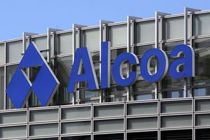 Alcoa reports deeper 4Q loss as restructuring continues