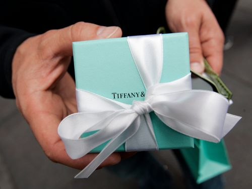 Tiffany misses on sales, shares slump 5%