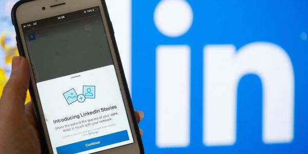 Do LinkedIn Stories notify you of screenshots? Here's what you need to know