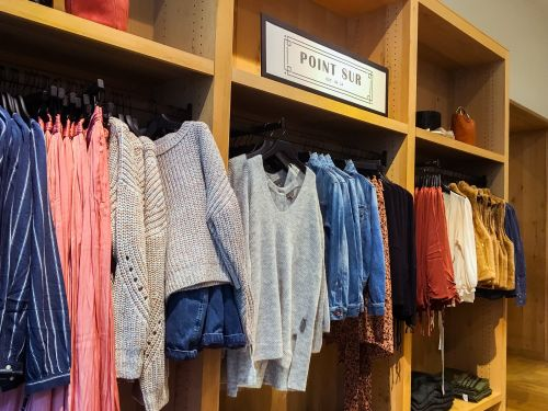 J.Crew is trying out a new look, but it still hasn't fixed one of customers' biggest complaints. Here's what it's like to shop there now