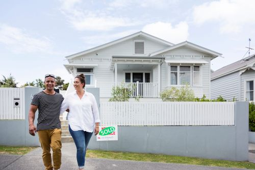 5 things to prioritize when you're looking to buy in a hot housing market