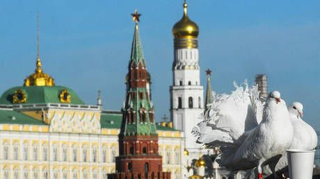 Just business: British & US investors gobble up Russian government bonds