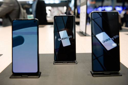 How to change the default keyboard on a Samsung Galaxy S10 by installing a new one