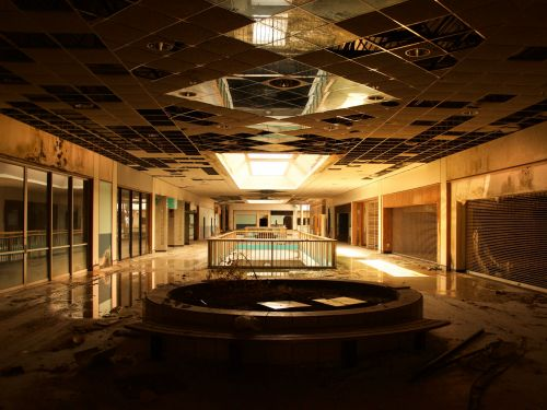 35 haunting photos of abandoned shopping malls that highlight the impact of the retail apocalypse over the past decade