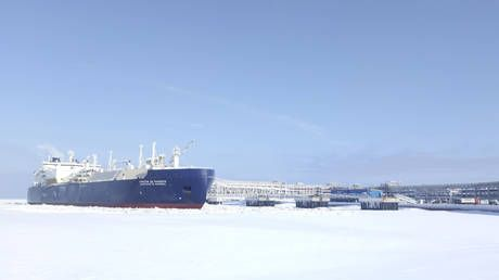 Saudi Arabia looks to expand from oil to natural gas with huge LNG investment in Russia's Arctic