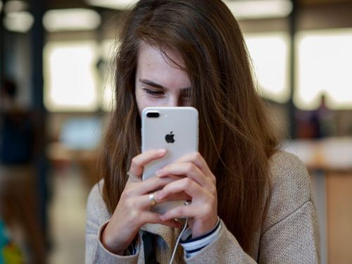 I swapped my Android for an iPhone, and it had a surprising effect on my relationships