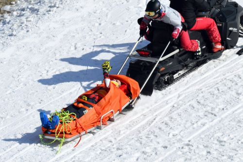 2 freestyle skiers were hospitalised with broken bones after a horrifying crash-ridden ski cross run at the Winter Olympics