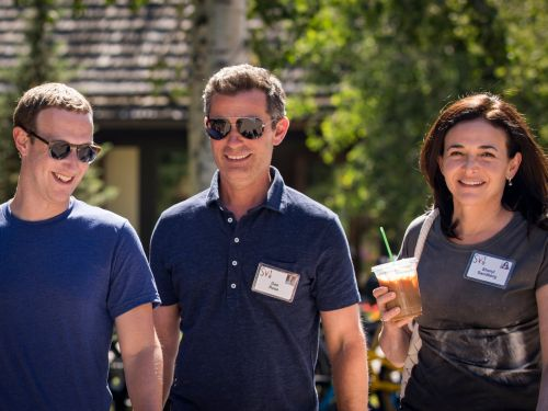 Facebook employees are still loyal to Mark Zuckerberg and think he should remain CEO