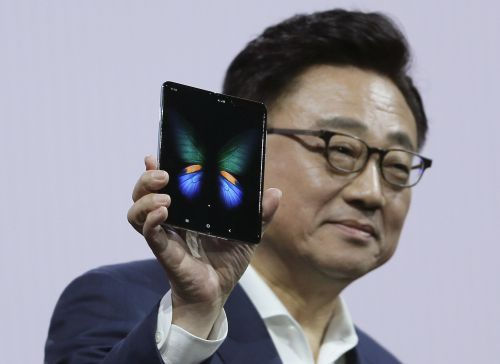 Goldman Sachs doesn't think Apple can compete with Samsung's new foldable phone