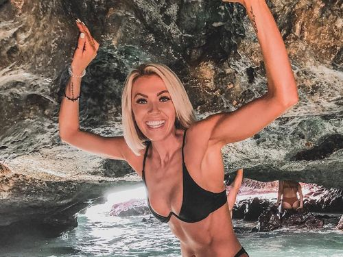 An fitness influencer with more than 500,000 followers apologized after fans called her a 'scammer' - but they still aren't ready to forgive her