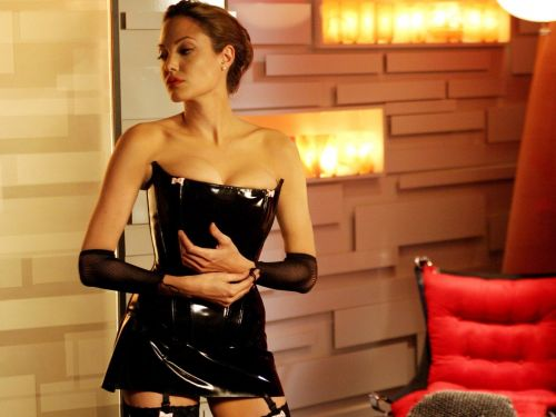 A dominatrix who charges $325 an hour reveals how she got started - and why she thinks it's empowering