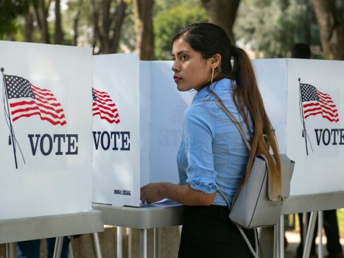 Snapchat is once again rolling out a tool that will allow its young users to register to vote in the app for the 2020 election