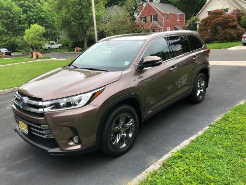 We drove a $42,000 Toyota Highlander and a $46,000 Subaru Ascent to see which is the better family SUV - here's the verdict