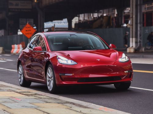 Elon Musk told Tesla employees they should be making 7,000 Model 3s per week by November 28: Report
