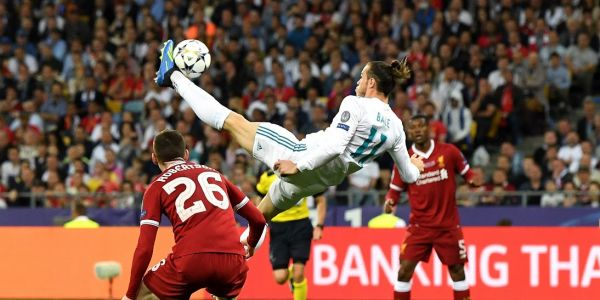 Gareth Bale hits bicycle golazo just seconds after subbing into match to help Real Madrid win third consecutive Champions League title