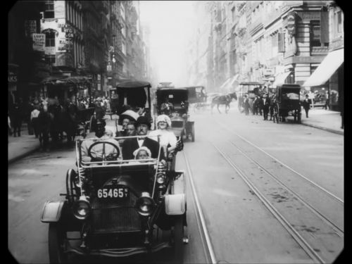 A video filmed in 1911 shows everyday life in New York City 100 years ago - see how it compares to Manhattan today